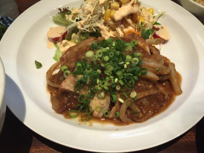 【ボンバーキッチン】人気洋食屋でポークジンジャー定食の実力を味わってきました!(福岡薬院)