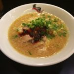 【鳳凛(ほうりん)今泉】で特製辛味ダレのとんこつラーメンを味わいます。