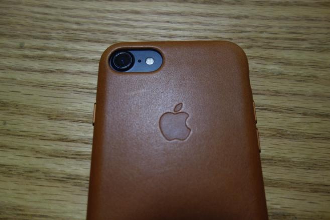 cfe204adbc iPhoneには【純正レザーケース】こそがよく似合う(レビュー) | 破竹の勢い