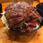 【ニクゼン】行列が出来る焼肉屋の1kg特盛りステーキ丼を制覇しました