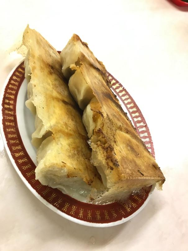 【餃子の李(リー)】肉汁たっぷり本格的大型餃子をたっぷりと味わいました。