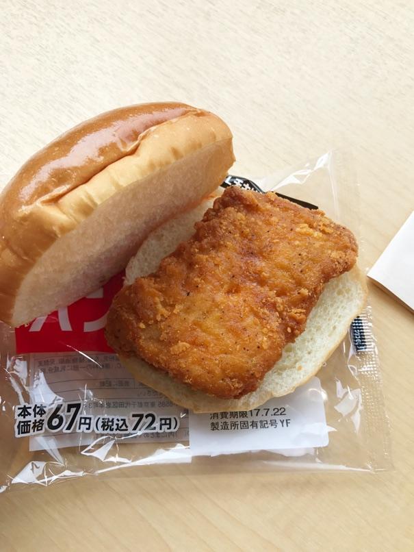 【ローソン】新Lチキ+パンズのお手製Lチキンバーガーが大手ショップよりも美味すぎた件