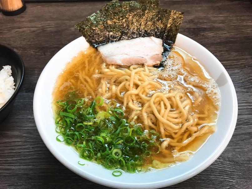 【博多無邪気】濃厚スープ、もっちり中太麺をご飯片手にいただきました