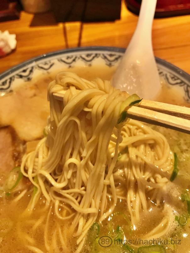 天神赤のれん ラーメン 麺
